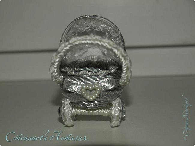 Добрый вечер! Эту колясочку сделала на заказ, завтра отправляю в Питер. Просили именно серебристую и миниатюрную ( они у меня в двух вариантах 6 см и 9 см) Приглашаю к просмотру) фото 3
