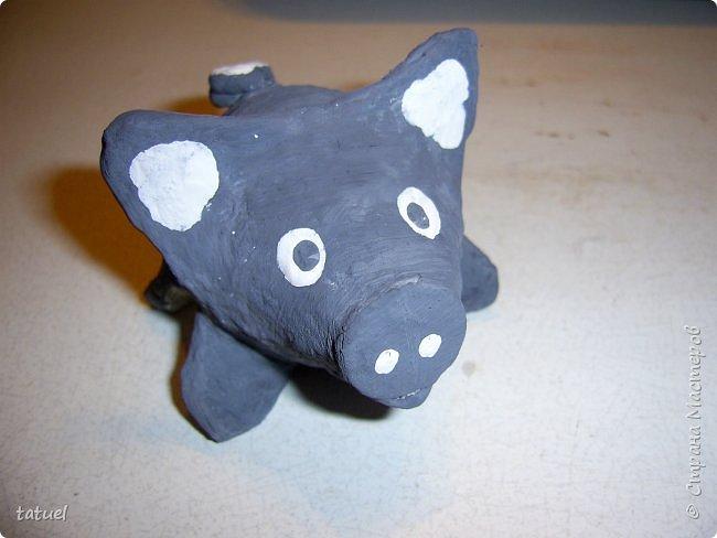 Всем привет.  На днях  придумала вариант изготовления мини-поросят.  Материал используется действительно бросовый. а результат радует.  Можно делать с петелькой для елки. Можно как игрушку. фото 18