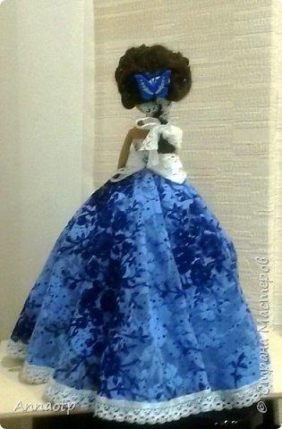 """Здравствуйте мастера! Вот еще одна наша бывшая безногая девушка. Теперь вполне прекрасная дама. Так вдохновилась делать кукол шкатулок, что пока не закончились наши поломанные куклы не остановилась. Теперь либо покупать, либо ждать новых поломок, либо """"попрошайничать"""" у знакомых, может у кого-то так же валяются без дела))))) Вообщем смотрите, что в итоге вышло. фото 3"""