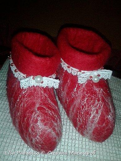 Валеночки для малышки. Меринос,волокна вискозы,бисер,нитки х.б. для обвязки. Сделано с любовью. Согревают ножки маленькой принцессе. фото 6