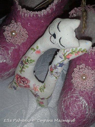 Валеночки для малышки. Меринос,волокна вискозы,бисер,нитки х.б. для обвязки. Сделано с любовью. Согревают ножки маленькой принцессе. фото 4