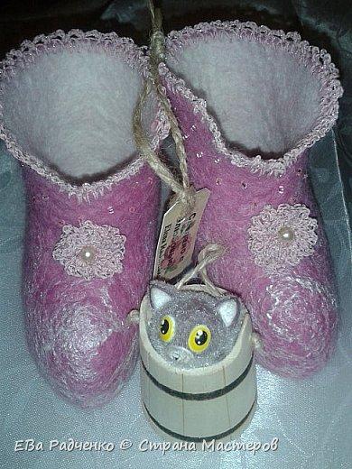 Валеночки для малышки. Меринос,волокна вискозы,бисер,нитки х.б. для обвязки. Сделано с любовью. Согревают ножки маленькой принцессе. фото 1