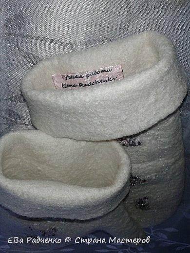 Варежки сваляны из мериносовой шерсти. Украшены шелком,волокнами вискозы,расшиты чешским бисером. Очень нарядные и теплые. фото 4