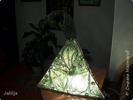 Высота светильника -60 сантиметров. Боковые грани - 20 см. Использована  непрокрашенная  джутовая нить. Внутри светильника -светодиодная лента ,зелёная, можно использовать любого цвета, какой вам больше нравится. Продаётся в любом магазине электротоваров, стоит недорого. В этой лампе длина ленты 1 метр. фото 11