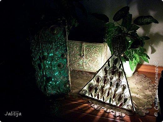 Высота светильника -60 сантиметров. Боковые грани - 20 см. Использована  непрокрашенная  джутовая нить. Внутри светильника -светодиодная лента ,зелёная, можно использовать любого цвета, какой вам больше нравится. Продаётся в любом магазине электротоваров, стоит недорого. В этой лампе длина ленты 1 метр. фото 12