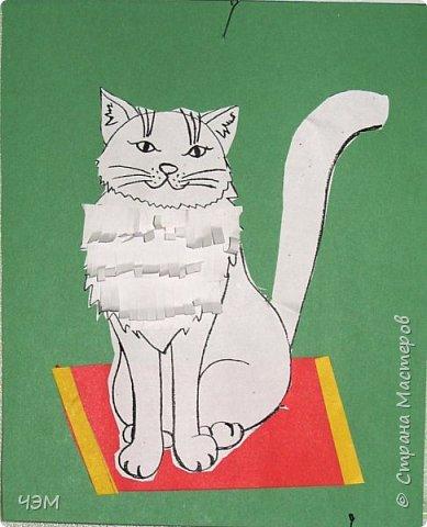 Коты бывают разные: И чистые, и грязные, Худые, полосатые, Блохастые, пузатые, Коварные и добрые, Диванные - удобные, Лечебные, поющие, Курящие и пьющие. Немного поседевшие, Чрезмерно располневшие, Бандиты и карманники, Домашние охранники, Облезлые, гулящие, И даже говорящие. Уютные, домашние, Тряпичные, бумажные... А мой любимый котофей Меня встречает у дверей На лапки задние встает И честь хозяйке отдает.  Источник: http://vseanekdotu.ru/smeshnye-stixi-pro-kotov/ фото 5