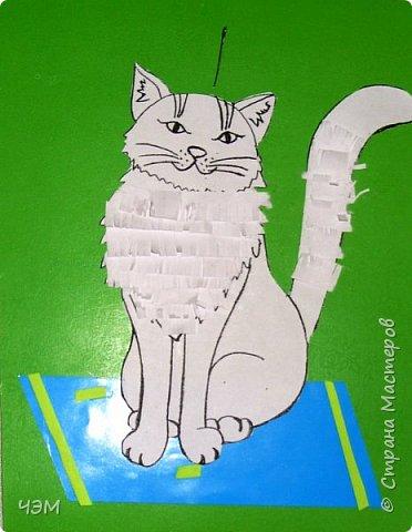 Коты бывают разные: И чистые, и грязные, Худые, полосатые, Блохастые, пузатые, Коварные и добрые, Диванные - удобные, Лечебные, поющие, Курящие и пьющие. Немного поседевшие, Чрезмерно располневшие, Бандиты и карманники, Домашние охранники, Облезлые, гулящие, И даже говорящие. Уютные, домашние, Тряпичные, бумажные... А мой любимый котофей Меня встречает у дверей На лапки задние встает И честь хозяйке отдает.  Источник: http://vseanekdotu.ru/smeshnye-stixi-pro-kotov/ фото 3