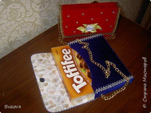 Вот такие коробочки - сумочки  начала делать в подарок подругам. Это подарочная упаковка для конфет. фото 2