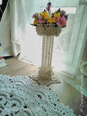 Вот такую вазочку связала в дополнение к интерьеру...))) Ну и цветочки из фома...))  фото 2