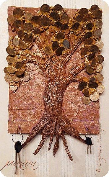 денежным деревом никого сегодня не удивишь, по-моему у каждой мастерицы оно есть,ну а теперь и у меня.И что-бы не просто так панно,а со смыслом,приделала крючки для ключей. фото 1
