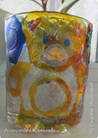 Понравилось Инночке рисовать витражными красками и решила девочка украсить себе стаканчик для канцелярских принадлежностей. Вот, что получилось... фото 2