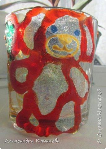 Понравилось Инночке рисовать витражными красками и решила девочка украсить себе стаканчик для канцелярских принадлежностей. Вот, что получилось... фото 3