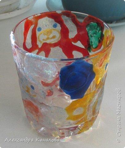 Понравилось Инночке рисовать витражными красками и решила девочка украсить себе стаканчик для канцелярских принадлежностей. Вот, что получилось... фото 4