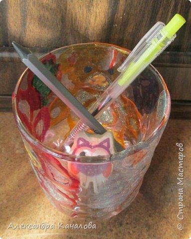 Понравилось Инночке рисовать витражными красками и решила девочка украсить себе стаканчик для канцелярских принадлежностей. Вот, что получилось... фото 5