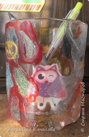 Понравилось Инночке рисовать витражными красками и решила девочка украсить себе стаканчик для канцелярских принадлежностей. Вот, что получилось... фото 6