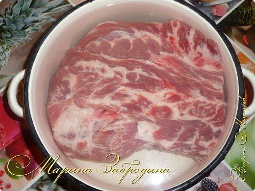 Здравствуйте мастерицы и гости сайта! Сегодня делюсь рецептом свиной шейки с черносливом и овощами. Несмотря на то, что готовится запеченная свинина довольно просто, она идеально способна украсить любой праздничный стол. Вкус этого блюда не останется незамеченным приглашенными гостями. Шейка получается нежной, ароматной, сочной и очень мягкой. фото 4