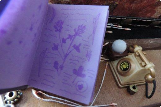 """Добро пожаловать в мой новый блог! И я сдаю работу на конкурс """"Загадочный блокнот"""". Да, я решила покреативить и сделать его маленьким, люблю все маленькое)) Сделала я его для себя, как брелочек, для своих малюсеньких рисуночков капиллярными ручками и линерами, но, тут же у меня родилась кукольная история...)) Думаю, получилось достаточно загадочно... Сначала покажу блокнот и оформление для фотосессии, потом историю)) фото 8"""