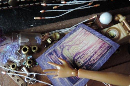 """Добро пожаловать в мой новый блог! И я сдаю работу на конкурс """"Загадочный блокнот"""". Да, я решила покреативить и сделать его маленьким, люблю все маленькое)) Сделала я его для себя, как брелочек, для своих малюсеньких рисуночков капиллярными ручками и линерами, но, тут же у меня родилась кукольная история...)) Думаю, получилось достаточно загадочно... Сначала покажу блокнот и оформление для фотосессии, потом историю)) фото 12"""