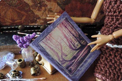 """Добро пожаловать в мой новый блог! И я сдаю работу на конкурс """"Загадочный блокнот"""". Да, я решила покреативить и сделать его маленьким, люблю все маленькое)) Сделала я его для себя, как брелочек, для своих малюсеньких рисуночков капиллярными ручками и линерами, но, тут же у меня родилась кукольная история...)) Думаю, получилось достаточно загадочно... Сначала покажу блокнот и оформление для фотосессии, потом историю)) фото 11"""