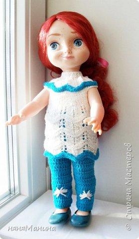 Продолжаю одевать своих кукол)))) Мерида от Дисней Аниматорс...туника связана по МК Ольги Тиунчик, штанишки - мои)))  фото 1
