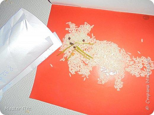 """Всем привет! Сдаю работу на конкурс """"Кошки и коты""""! (http://stranamasterov.ru/node/1000969) Сделал иллюстрацию песни Ларисы Брохман - Я пушистый беленький котёнок. И так, начнём!  Я пушистый беленький котёнок,  Не ловил ни разу я мышей,  И где бы я ни появился,  Где бы ни остановился,  Слышу от больших и малышей:  - Кис-кис! фото 3"""