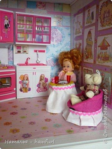 Наш кукольный дом. На первом этаже проведен свет фото 3