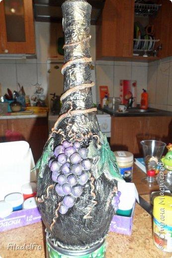 Вот такая бутылочка декорированная соленым тестом у меня получилась (слева) фото 8