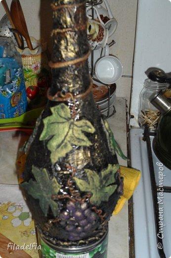 Вот такая бутылочка декорированная соленым тестом у меня получилась (слева) фото 9