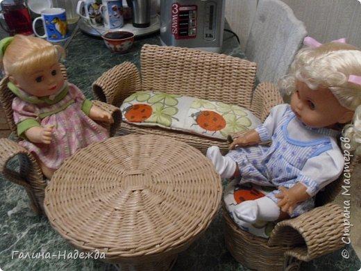Добрый вечер жители и гости прекрасной Страны мастеров!!!! Хочу показать Вам, какую мне удалось сплести кукольную мебель  для своей внучки на ДР. Сподвигнули меня на это работы Марголины и Пустельги. Насмотрелась их работ и приступи. Задумала сплести такого размера чтобы она подошла для кукол ростом 30см. фото 4