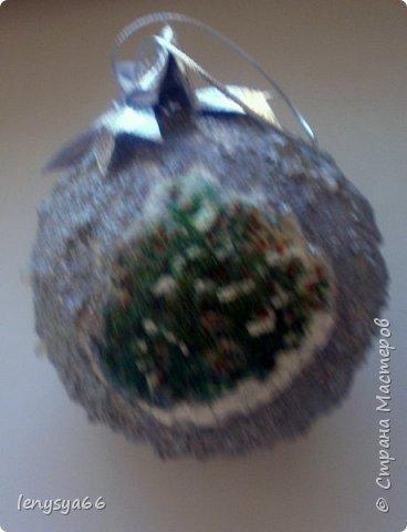 """Здравствуйте, дорогие соседи по Стране Мастеров! Показываю вам новогодние шарики, которые делала к Новому Году, но по разным причинам не удалось показать вовремя. 4 шарика из чего-то похожего на пенопласт, 3- пластмассовые. Для украшения использовала: текстурную пасту с шариками, декупажные карты, салфетки, распечатки, акриловые краски, лак, контуры, ленты, кружево, всякие """"украшалки"""", которые нашлись в """"загашнике""""    фото 8"""