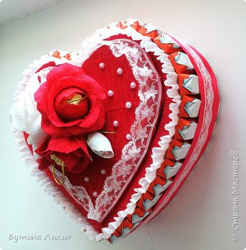 Добрый день ! Это сердце из Киндеров делала для молодой девушки. Идею подсматрела вот здесь http://stranamasterov.ru/node/803376?c=favorite. Спасибо большое за идею!!! фото 1