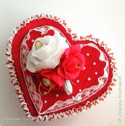 Добрый день ! Это сердце из Киндеров делала для молодой девушки. Идею подсматрела вот здесь http://stranamasterov.ru/node/803376?c=favorite. Спасибо большое за идею!!! фото 2