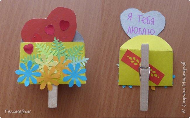 На уроке кружка ребята делали открытки и поделки к празднику святого Валентина. Мои образцы здесь http://stranamasterov.ru/node/1001208 и здесь:-)  http://stranamasterov.ru/node/1002295  А теперь предлагаю посмотреть несколько открыток, сделанных ребятами.  Эта работа мальчика. Изобразил очень милое семейство медведей. фото 16