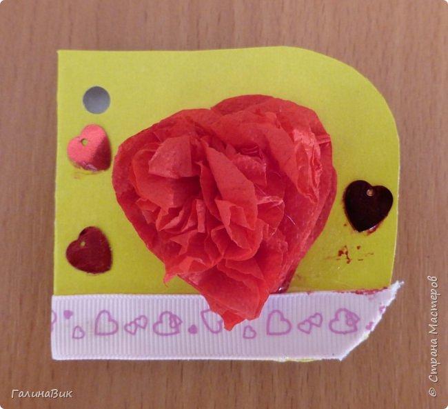 На уроке кружка ребята делали открытки и поделки к празднику святого Валентина. Мои образцы здесь http://stranamasterov.ru/node/1001208 и здесь:-)  http://stranamasterov.ru/node/1002295  А теперь предлагаю посмотреть несколько открыток, сделанных ребятами.  Эта работа мальчика. Изобразил очень милое семейство медведей. фото 3