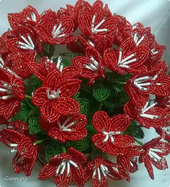 вот такой кустик получился под заказ. 51 цветочек и тонна бисера!)) фото 3