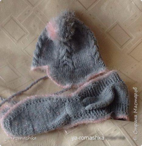 Доброго времени суток, дорогие жители страны! Этот нежно серый теплый комплект - кофточку, шапочку, шарф, носочки и варежки я связала для своей маленькой внучки.  Варежки на шнуре с помпонами  и носочки вязала на двух спицах. Мне очень нравится вязать для нашей малышки. фото 5