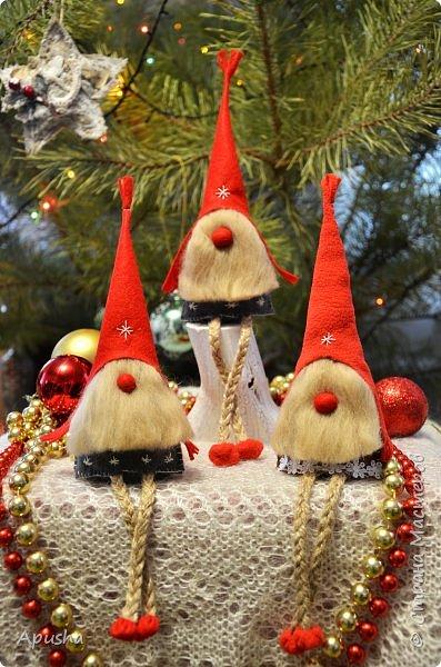 Добрый день! На новогодних каникулах сшились вот такие гномы из фетра.  фото 1