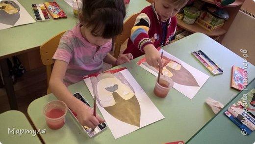 Шлемы вырезала из серебряной и золотой бумаги. фото 2