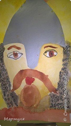 Шлемы вырезала из серебряной и золотой бумаги. фото 11