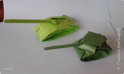 Танки сделаны из бумаги А4 делаются быстро и просто. За исключением маленького. На него я потратила 45 минут. фото 5