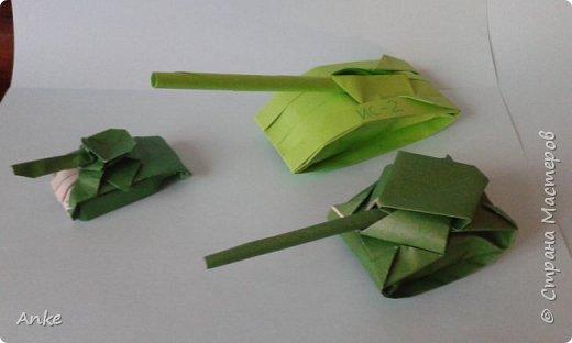 Танки сделаны из бумаги А4 делаются быстро и просто. За исключением маленького. На него я потратила 45 минут. фото 1