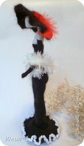 Всем здравствуйте! Решила показать свои вязаные игрушки. Первый котик был связан по авторскому описанию Веры Терекбаевой.  Ростиком получился 23см. фото 5