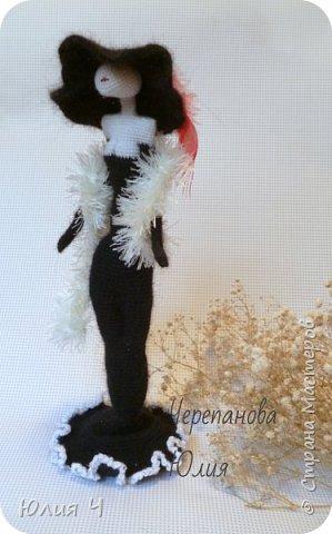 Всем здравствуйте! Решила показать свои вязаные игрушки. Первый котик был связан по авторскому описанию Веры Терекбаевой.  Ростиком получился 23см. фото 6