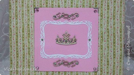 Привет!!! У меня сегодня альбом для моей маленькой принцессы, для фотографии с 2-х лет и сколько поместятся... Мягкая тканевая обложка, обтянутая американским хлопком. Размер альбома: 26*26, корешок 13,5см. Переплет - Светланы Ковтун. Состоит из 12 листов (11 разворотов). Использовала бумагу DCWV - Preppy Princess Stack. Шикарная  бумага. Давно у меня лежит, ждала своего часа... Из украшений - ленты, кружевные розочки, чипборд, стразы, много вырубки... Так же использовала горячий эмбросинг. На каждой развороте раскладушки для фотографий а также открывающиеся странички. Альбом вмещает 190 фото. Обязательный атрибут - коробка для хранения. Фото будет много... фото 4