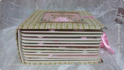 Привет!!! У меня сегодня альбом для моей маленькой принцессы, для фотографии с 2-х лет и сколько поместятся... Мягкая тканевая обложка, обтянутая американским хлопком. Размер альбома: 26*26, корешок 13,5см. Переплет - Светланы Ковтун. Состоит из 12 листов (11 разворотов). Использовала бумагу DCWV - Preppy Princess Stack. Шикарная  бумага. Давно у меня лежит, ждала своего часа... Из украшений - ленты, кружевные розочки, чипборд, стразы, много вырубки... Так же использовала горячий эмбросинг. На каждой развороте раскладушки для фотографий а также открывающиеся странички. Альбом вмещает 190 фото. Обязательный атрибут - коробка для хранения. Фото будет много... фото 10