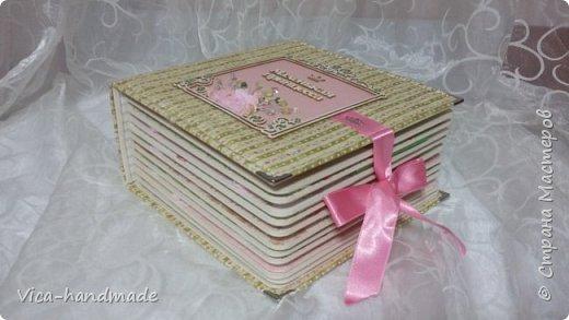 Привет!!! У меня сегодня альбом для моей маленькой принцессы, для фотографии с 2-х лет и сколько поместятся... Мягкая тканевая обложка, обтянутая американским хлопком. Размер альбома: 26*26, корешок 13,5см. Переплет - Светланы Ковтун. Состоит из 12 листов (11 разворотов). Использовала бумагу DCWV - Preppy Princess Stack. Шикарная  бумага. Давно у меня лежит, ждала своего часа... Из украшений - ленты, кружевные розочки, чипборд, стразы, много вырубки... Так же использовала горячий эмбросинг. На каждой развороте раскладушки для фотографий а также открывающиеся странички. Альбом вмещает 190 фото. Обязательный атрибут - коробка для хранения. Фото будет много... фото 12