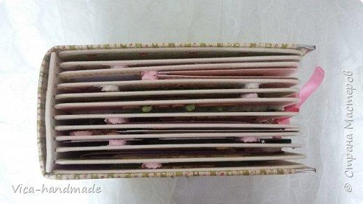 Привет!!! У меня сегодня альбом для моей маленькой принцессы, для фотографии с 2-х лет и сколько поместятся... Мягкая тканевая обложка, обтянутая американским хлопком. Размер альбома: 26*26, корешок 13,5см. Переплет - Светланы Ковтун. Состоит из 12 листов (11 разворотов). Использовала бумагу DCWV - Preppy Princess Stack. Шикарная  бумага. Давно у меня лежит, ждала своего часа... Из украшений - ленты, кружевные розочки, чипборд, стразы, много вырубки... Так же использовала горячий эмбросинг. На каждой развороте раскладушки для фотографий а также открывающиеся странички. Альбом вмещает 190 фото. Обязательный атрибут - коробка для хранения. Фото будет много... фото 13