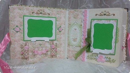 Привет!!! У меня сегодня альбом для моей маленькой принцессы, для фотографии с 2-х лет и сколько поместятся... Мягкая тканевая обложка, обтянутая американским хлопком. Размер альбома: 26*26, корешок 13,5см. Переплет - Светланы Ковтун. Состоит из 12 листов (11 разворотов). Использовала бумагу DCWV - Preppy Princess Stack. Шикарная  бумага. Давно у меня лежит, ждала своего часа... Из украшений - ленты, кружевные розочки, чипборд, стразы, много вырубки... Так же использовала горячий эмбросинг. На каждой развороте раскладушки для фотографий а также открывающиеся странички. Альбом вмещает 190 фото. Обязательный атрибут - коробка для хранения. Фото будет много... фото 17