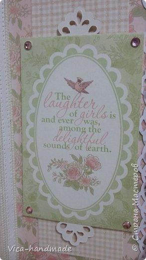 Привет!!! У меня сегодня альбом для моей маленькой принцессы, для фотографии с 2-х лет и сколько поместятся... Мягкая тканевая обложка, обтянутая американским хлопком. Размер альбома: 26*26, корешок 13,5см. Переплет - Светланы Ковтун. Состоит из 12 листов (11 разворотов). Использовала бумагу DCWV - Preppy Princess Stack. Шикарная  бумага. Давно у меня лежит, ждала своего часа... Из украшений - ленты, кружевные розочки, чипборд, стразы, много вырубки... Так же использовала горячий эмбросинг. На каждой развороте раскладушки для фотографий а также открывающиеся странички. Альбом вмещает 190 фото. Обязательный атрибут - коробка для хранения. Фото будет много... фото 20
