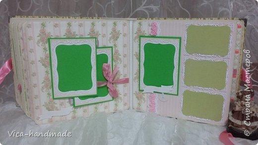 Привет!!! У меня сегодня альбом для моей маленькой принцессы, для фотографии с 2-х лет и сколько поместятся... Мягкая тканевая обложка, обтянутая американским хлопком. Размер альбома: 26*26, корешок 13,5см. Переплет - Светланы Ковтун. Состоит из 12 листов (11 разворотов). Использовала бумагу DCWV - Preppy Princess Stack. Шикарная  бумага. Давно у меня лежит, ждала своего часа... Из украшений - ленты, кружевные розочки, чипборд, стразы, много вырубки... Так же использовала горячий эмбросинг. На каждой развороте раскладушки для фотографий а также открывающиеся странички. Альбом вмещает 190 фото. Обязательный атрибут - коробка для хранения. Фото будет много... фото 72